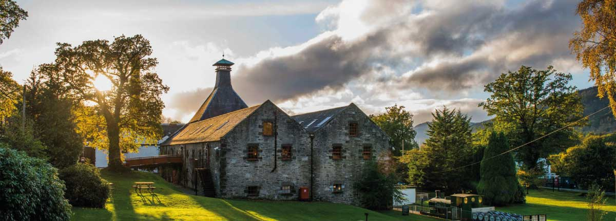 Dewars Distillery Aberfeldy for Whisky tours and tasting experiences
